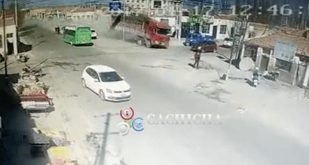 Camión Sin Frenos Derribó Una Hilera Entera De Casas En China