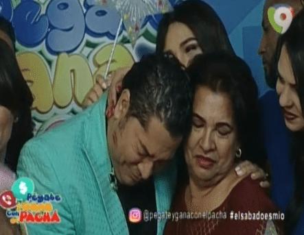 El Pachá Muy Conmovido Con La Celebración De Su Cumpleaños. Mira El Momento En Que Entra Su Madre Al Estudio Y Lo Sorprende