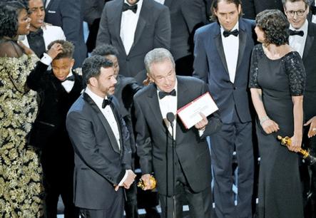 El Papelazo De Unos Oscar Anti Trump Matizados Por Una Equivocación