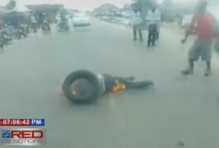 En Haití Queman A Dos Ladrones De Motores