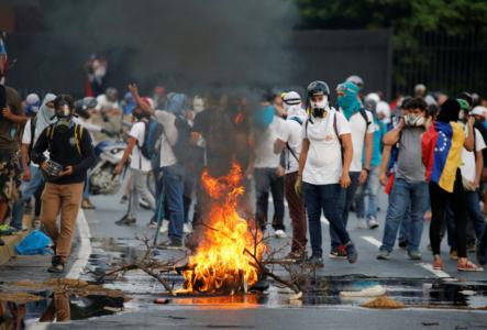 Venezolanos Se Mantienen En Las Calles Luchando En Contra De La Tiranía