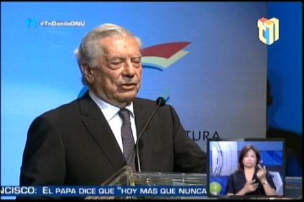 En Medio De Manifestaciones Mario Vargas Llosa Recibe El Premio De Literatura En Feria Del Libro