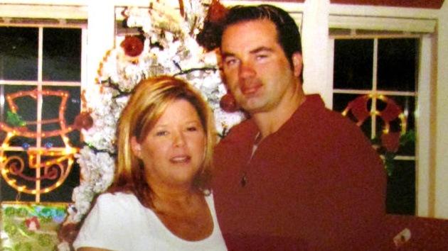 Un estadounidense mata a su mujer para salir en Facebook