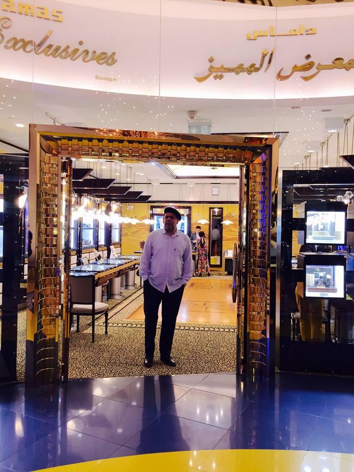Villalona en Dubai lobbie