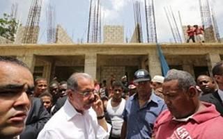 Pese A Grandes Recursos, Construcción Escuelas A Paso De Tortuga