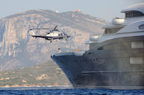 bill-gates-yacht-helicopter-photos-0110-480w