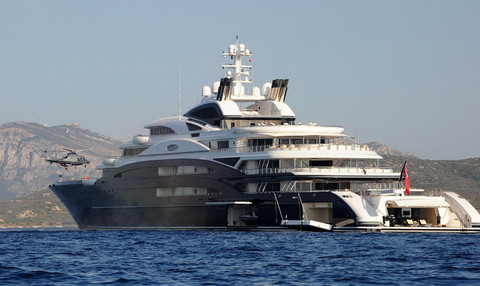 bill-gates-yacht-helicopter-photos-0111-480w
