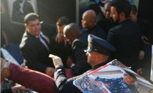 Atacan a puñetazos a Brad Pitt en el estreno de Maléfica