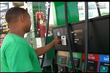 ¿Por qué no se siente el cambio en el precio de combustible a pesar de la baja del precio del barril de petróleo?