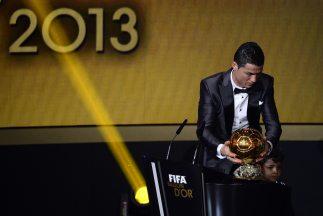 Cristiano Ronaldo, ganador del Balón de Oro 2013.  Más en Univision.com: http://futbol.univision.com/noticias/article/2014-01-14/denuncian-fraude-en-la-votacion-del-balon-de-oro#ixzz2qPTZ3hhl