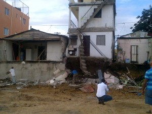 Deslizamiento De Tierra Afecta Casas Y Edificios En Santiago