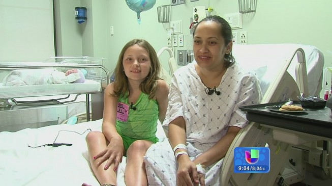 Una niña de 8 años ayuda a su madre a dar a luz en Florida