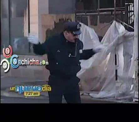 Oficial De Policía Rhode Island Bailarín En Navidad Y La Doña Campanita #Vídeo