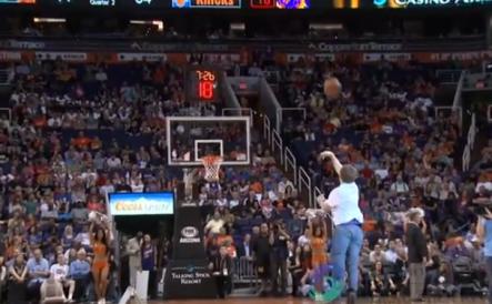 Fanático De Los Arizona Suns Encesta Un Tiro De Media Cancha Y Gana Más De 70,000 Dólares #Video