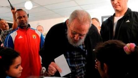 Cuba: Fidel Castro reapareció y votó en las elecciones