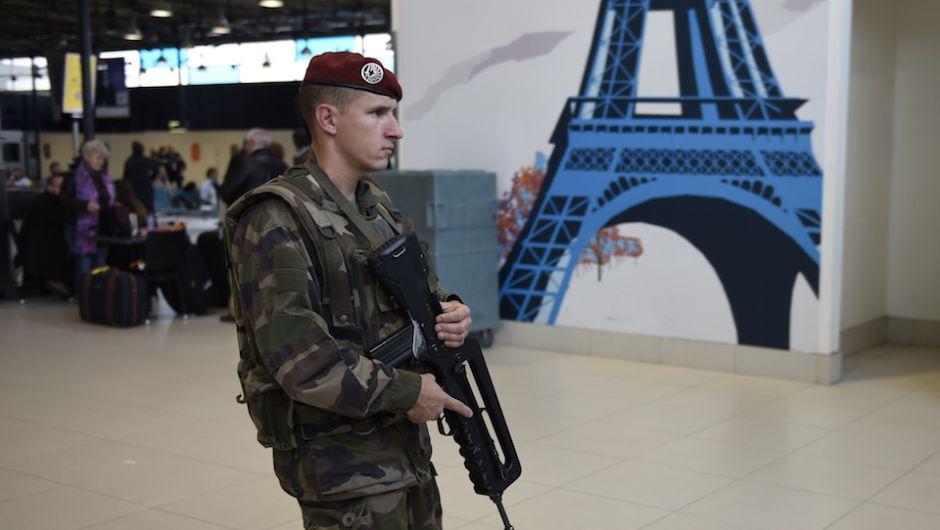 francia-soldado-aeropuerto