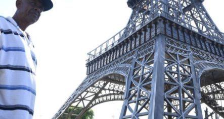 Lo Que Dice El Herrero Que Creó La Replica De Torre Eiffel Que El Alcalde Instaló Frente A La Plaza De La Bandera
