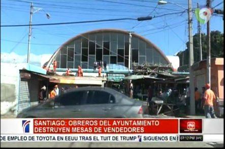 Trabajadores Del Ayuntamiento Dan Inicio Al Desalojo Y Traslado Del Mercado De Pulgas En Santiago