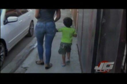 Un Grupo De Personas Impiden El Rapto De Un Niño Por Dos Haitianos En El Barrio Los Santos, Santiago