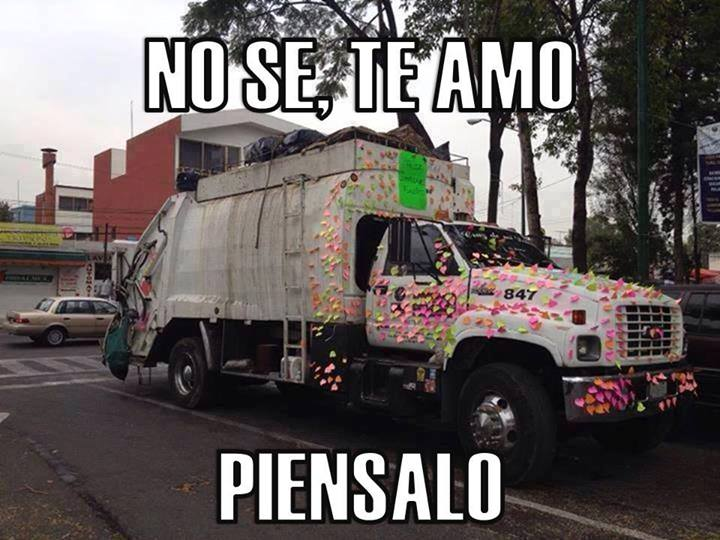 no-se-te-amo-piensalo-papelitos-post-it-en-camion-de-la-basura