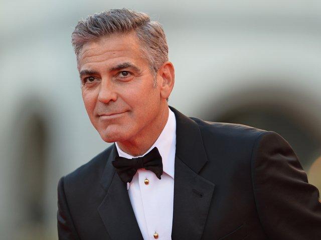 El actor George Clooney contraerá nupcias con la abogada Amal Alamuddin con quien mantiene una relación desde octubre pasado.