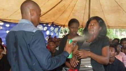 """""""Profeta"""" Dice Tener Poderes Y Rocía Con Pesticida A Sus Creyentes Para Curarlos Del HIV"""