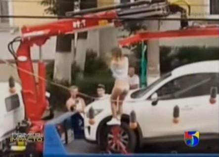 Se Quita La Ropa Para Que No Le Embargaran El Vehículo #Video