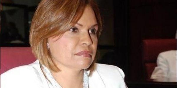 """A la senadora le """"rastrillaron"""" una escopeta y no logró que retiraran valla con el letrero """"Leonel es un peligro"""""""