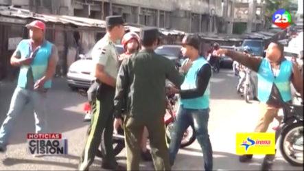 ¡TREMENDO REBÚ! Entre Agente De AMET Y Motoconchistas