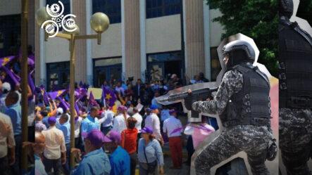"""""""No Estás Solo"""" Barbero Se Rapa La Cabeza En APOYO A SU AMIGO QUE LUCHA CONTRA EL CÁNCER"""