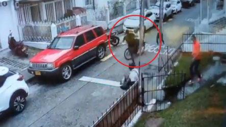 """""""El Jackie Chan Colombiano"""" Hombre Detiene Ladrones De Una Patada Voladora"""