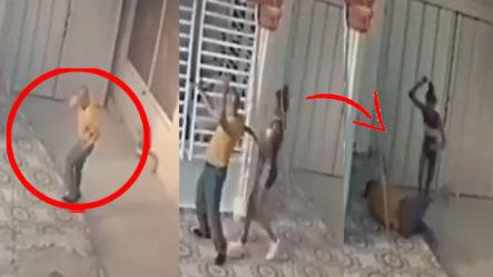Video Muestra Como Mujer Golpea Sin Piedad Un Anciano Que TRATABA DE ESCAPAR DE ELLA