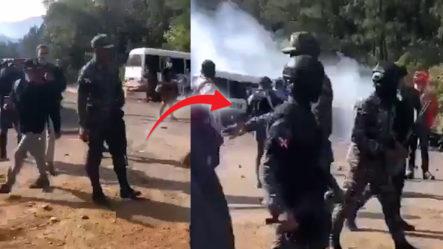 Lanzan Bombas Lacrimogenas A Exempleados De FALCONDO, Que Exigen Sus Prestaciones Laborales