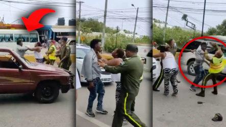 Momento De Enfrentamiento Entre Conductor De Una Camioneta De Acarreo Y Agentes De La Digesett
