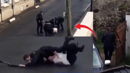 Agentes Maniobran Para Agarrar Una Mujer Desquiciada Con Una Escopeta 12 En Francia