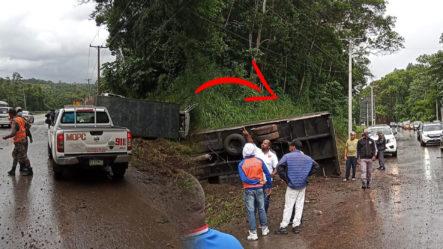 Colisión Entres Dos Camiones Dirección Santo Domingo-Cibao Solo Daños