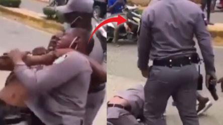 Mira La Lucha Que Pasa Un Agente De P.N. Para Apresar Un Ciudadano Que No Respeta La Ley