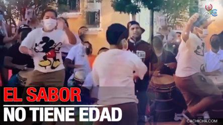 El Sazón Y El Sabor No Tienen Edad, Miren Como Este Niño Disfruta De Una Buena Música Y Se Adueña De La Pista De Baile