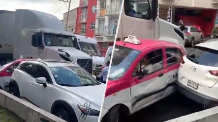 """Camionero Intenta Pasarle """"por Encima"""" A Taxistas Tras Estos Bloquear La Calle"""