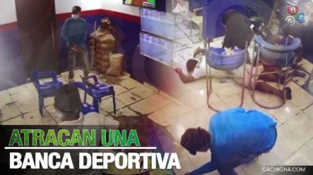 Momento En Que Delincuentes Atracan Una Banca Deportiva En Barrio Las Mercedes, Puerto Plata