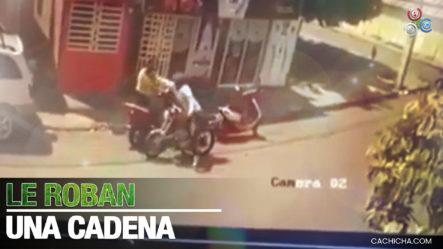 Momento En Que Le Roba Cadena De Oro A Una Joven Pueblo Nuevo, Baní