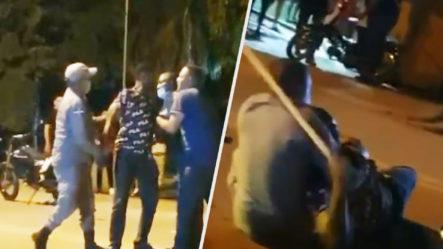 Video Completo De Como Un Civil Le Entra A Palo A Un Policía Que Intentaba Arrestarlo