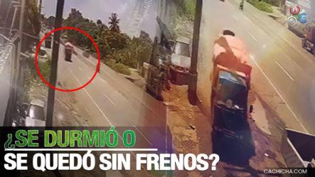 Camión Cargado De Cocos Impacta Contra Otro Estacionado En Una Gomera