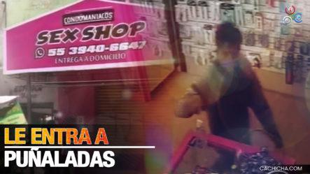 Hombre Apuñala Brutalmente A Joven Que Atendía Una Tienda – Primer Impacto