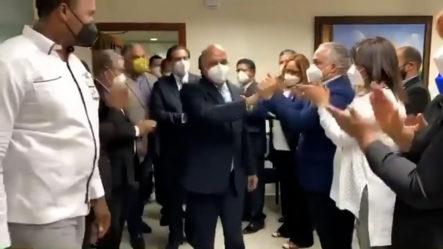 Plutarco Arias Es Despedido Entre Aplausos Del Ministerio De Salud Pública