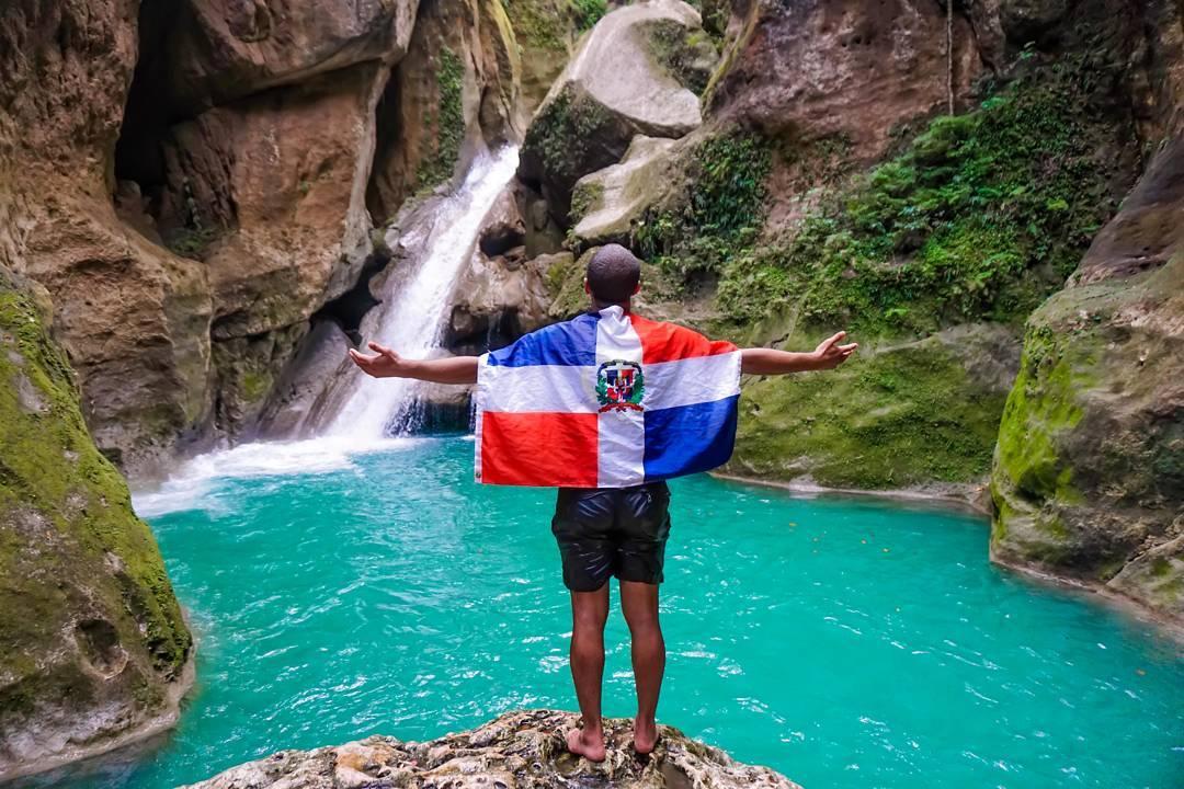 Aquaman, Un Joven Que Dedica Sus Días A Sumergirse En Las Aguas Caribeñas