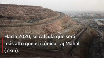 """El """"Everest"""" De Basura En India Que Pronto Será Más Alto Que El Taj Mahal"""