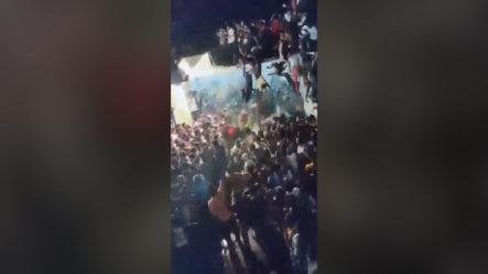 Techo Se Derrumba Durante La Procesión Musulmana, Más De 20 Heridos