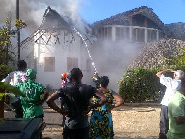 Un Voraz Incendio Destruye, En Los Nómadas, Las Terrenas, La Villa Del Pelotero Adrian Beltré