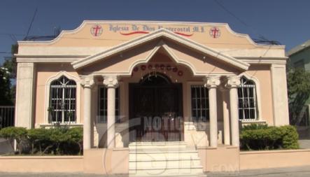"""Hombre Desesperado Por La """"bulla"""" De Una Iglesia En Azua Amenaza Con Hacerla Explotar"""